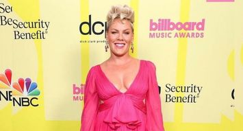 Get the Look: P!NK's Ombré Nails at Billboard Music Awards