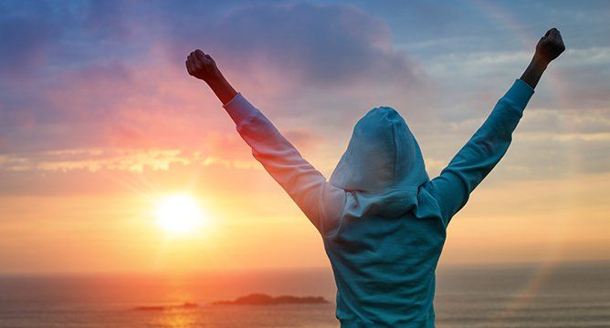 <p>Working out in the morning is easier said than done.When youhave the choice between sunrise yoga and staying in bed for another hour, there's a good chance the snooze button will win. So, what do 5:30 AMgo-getters have that we don't? A solid routine with different lifestyle habits. Here are five easy changes you can make to help you get started on your way to being an early riser!</p>