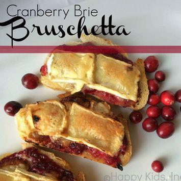 Thanksgiving Dinner Inspo: Cranberry Brie Bruschetta