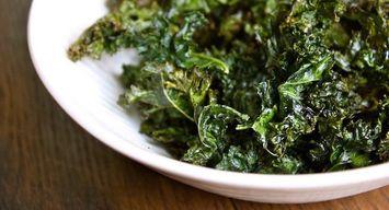 Healthy Bites: Salt & Vinegar Kale Chips