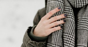 10 Things to Know About Applying Fake Nails at Home