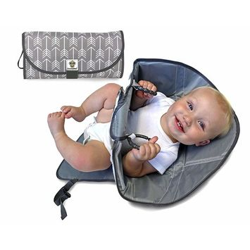 SnoofyBee Portable Clean Hands Changing Pad. 3-in-1 Diaper Clutch, Changing Station, and Diaper-Time Playmat with Redirection Barrier for Use with Infants, Babies and Toddlers. (greyandwhite)