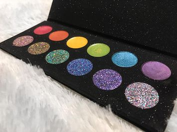 Alluring Cosmetics The Psychedelic Palette