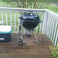 Original Kettle Charcoal Grill 22