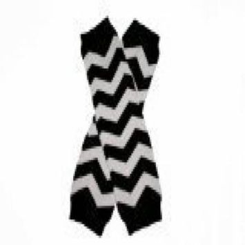 CHEVRON BLACK AND WHITE ZIG ZAG - Baby Leggings/Leggies/Leg Warmers for Cloth Diapers - Little Girls & Boys & ONE SIZE by BubuBibi