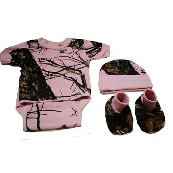 born Baby Pink Camo Diaper Shirt Hat & Booties Set Mossy Oak Breakup Country Camo