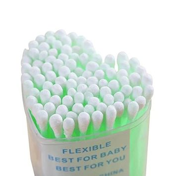 EYX Formula 200 Pcs Heart Shaped Box Cotton Swabs with Plastic Handle,Portable Soft and Clean Cotton Swabs for Home Use or Beauty(Randomly Color)