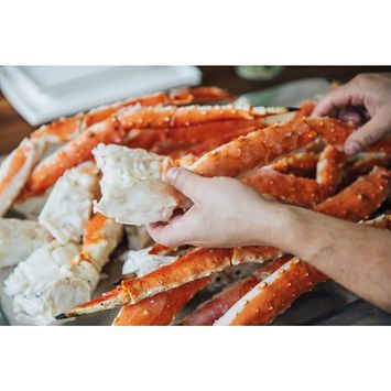 Alaskan King Crab: Colossal Red King Crab Legs (4 LBS) - Overnight Shipping Monday-Thursday