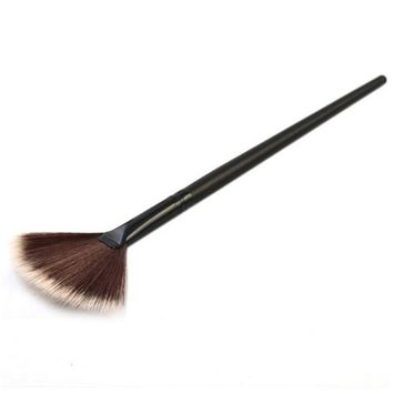 1 Pcs Fan Brush Portable Slim Professional Makeup Brush Highlighter Contour Face Powder by Team-Management